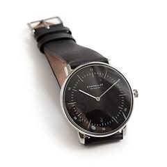 Sternglas: Zeitmesser Bauhaus Schwarzes Ziffernblatt mit schwarzem Band