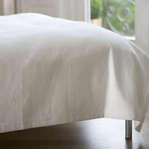 Torquato Bettüberwurf Kränze 260 x 280 cm Weiß