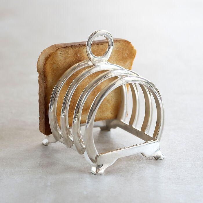 Silberner Toastständer aus massivem Messing